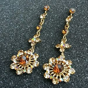 NWOT Crystal Drop Floral Earrings Goldtone